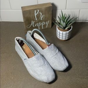 Toms Womens size 8.5 Gray sneakers